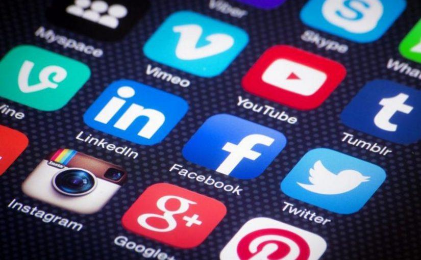 فوائد وسائل التواصل الاجتماعي