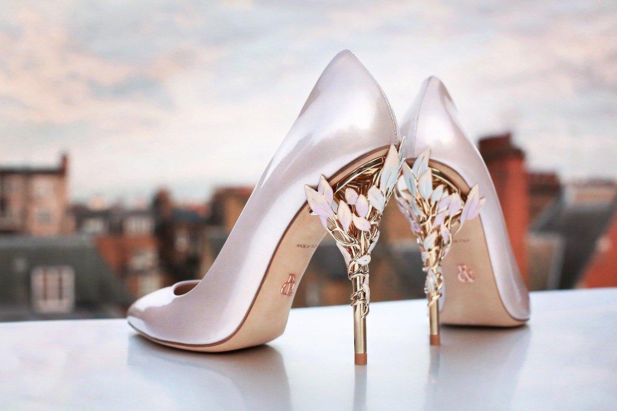 تفسير الحذاء في المنام للعزباء