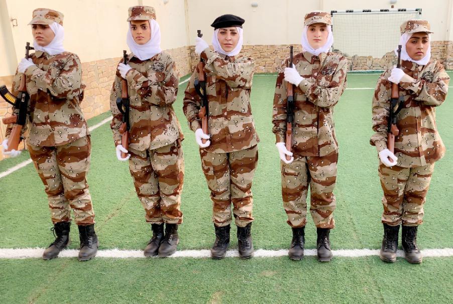عروض عسكرية رجالية ونسائية