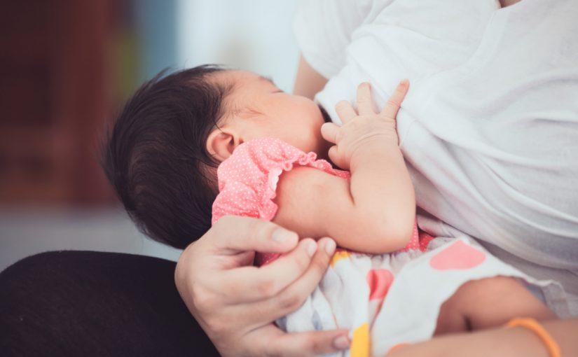 دليل الرضاعة الطبيعية بالصور