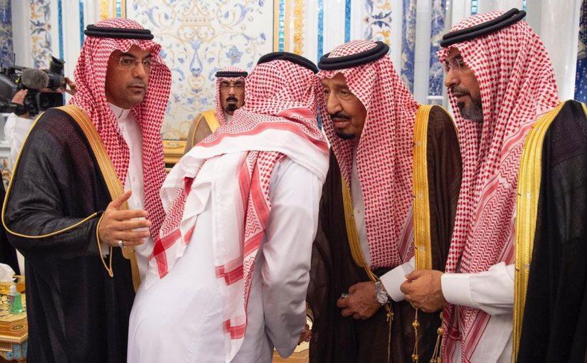 خادم الحرمين الشريفين يستقبل أسرة اللواء عبد العزيز الفغم ويثني على إخلاص الفقيد