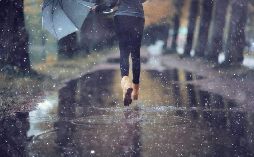أسرار تفسير المشي تحت المطر في المنام في الخير والشر - موسوعة