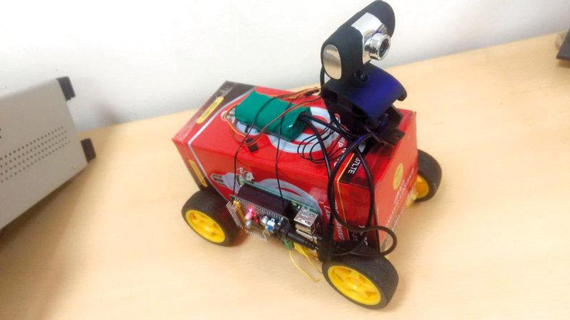 طالبان يخترعان روبوتاً للاستخدام في أوقات الكوارث