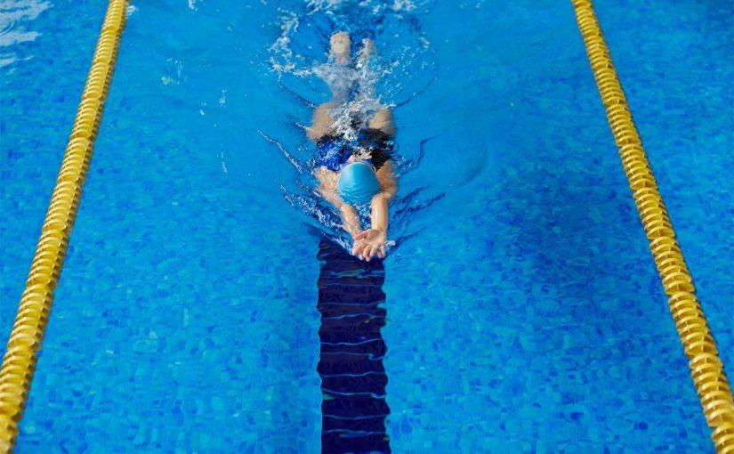 هل السباحة تضر الجنين