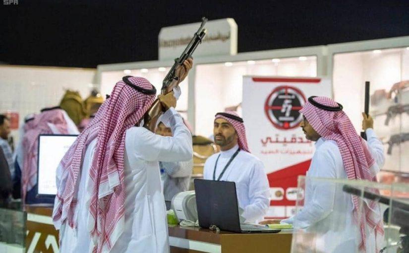 منصة أبشر تتيح خدمة لشراء الأسلحة من معرض الصقور والصيد السعودي