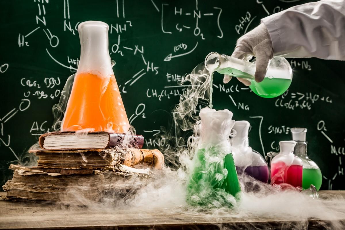 كتاب الكيمياء اول ثانوي