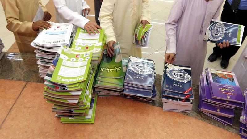 مدارس إماراتية تعالج نقص الكتب بتبادل النسخ بين الطلاب