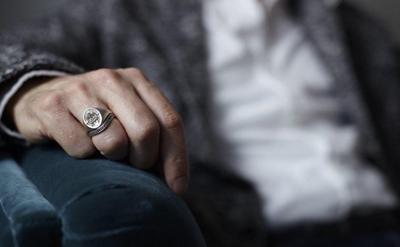 تفسير حلم خاتم فضة رجالي