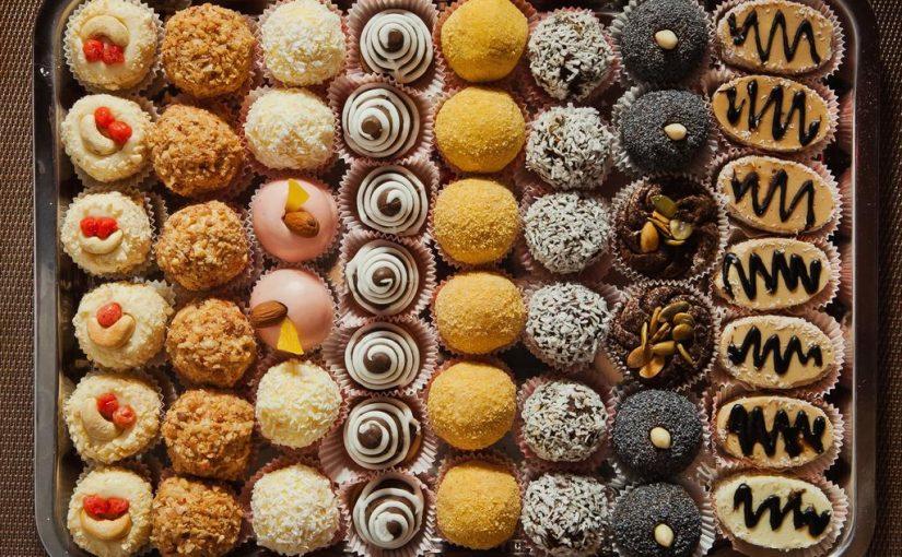 تفسير رؤية الحلوى في المنام للعزباء موسوعة