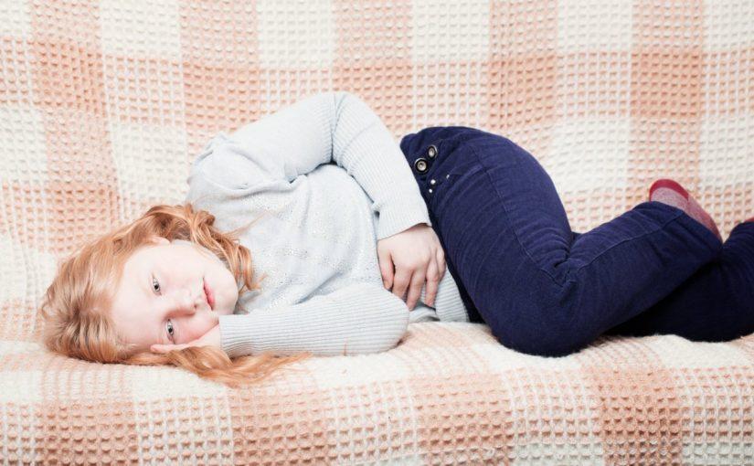 القيء عند الأطفال الأنواع والأسباب والعلاج