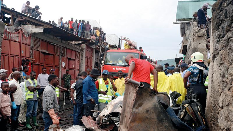 27 قتيلاً في تحطم طائرة في منطقة سكنية بالكونغو