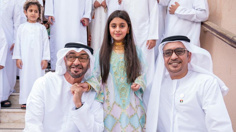 محمد بن زايد يزور الطفلة عائشة المزروعي للسلام عليها.. تعرف على التفاصيل