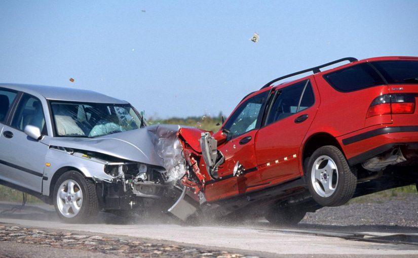 مصرع شخص وإصابة 3 آخرين في حادثة تصادم على طريق بين غميقة والليث