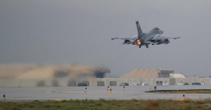 تفجير قاعدة أمريكية بأفغانستان يسفر عن مقتل شخص وإصابة العشرات