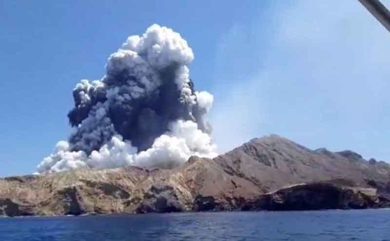 ارتفاع حصيلة قتلى بركان نيوزيلندا إلى 8 أشخاص