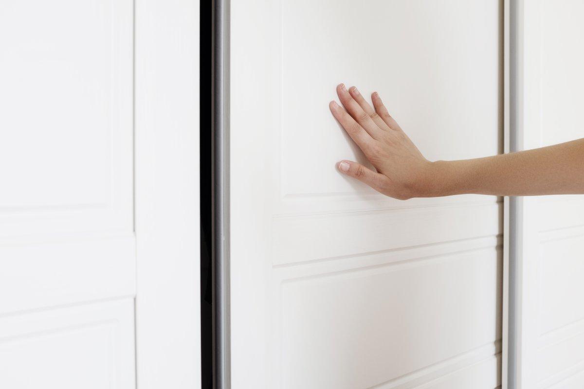 تفسير غلق الباب في المنام للعزباء موسوعة