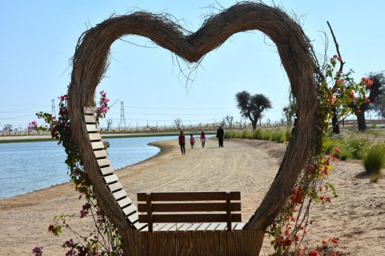 كل ما يجب عليك معرفته عن بحيرة الحب في دبي