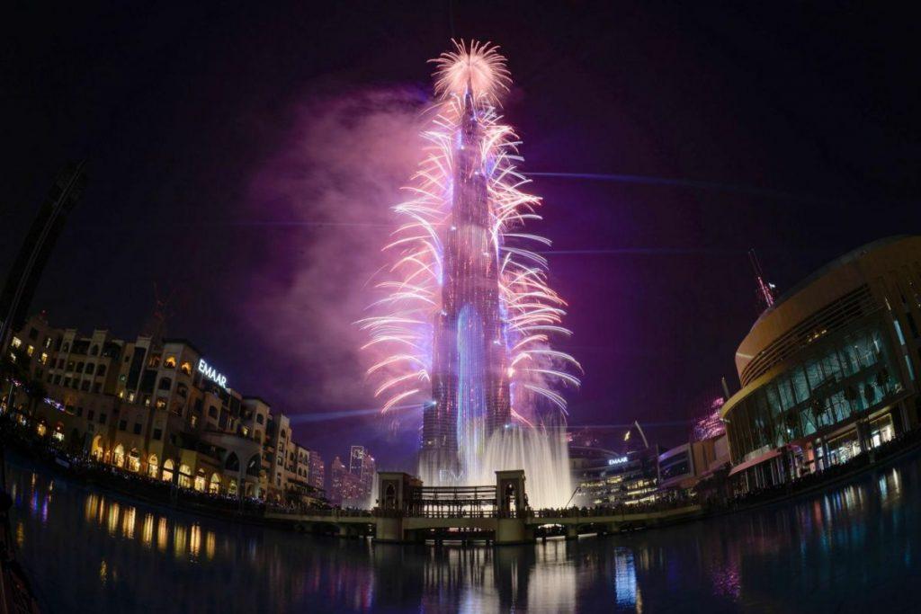 الألعاب النارية في برج خليفة لرأس السنة