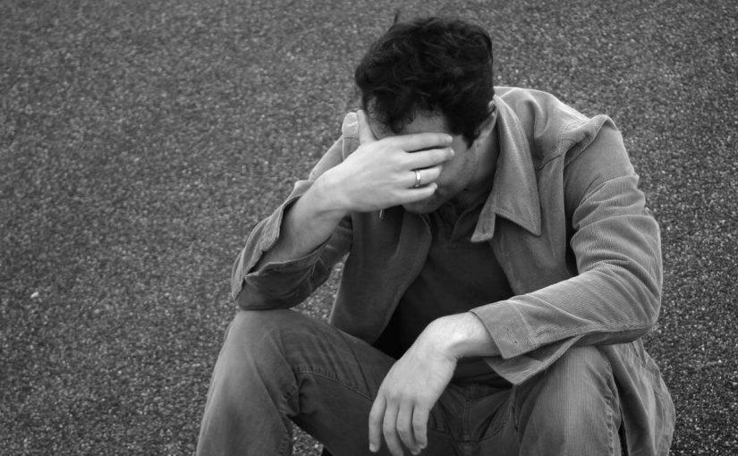 تفسير رؤية شخص تحبه يبكي في المنام بالتفصيل موسوعة