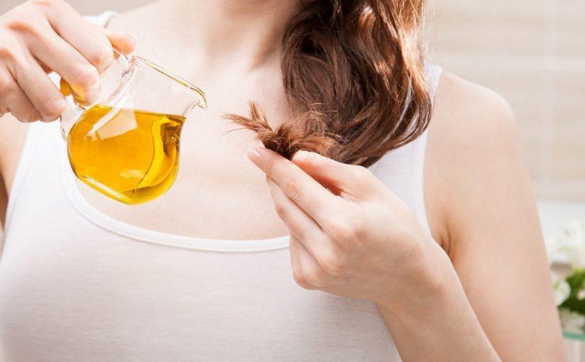 12 وصفة طبيعية لترطيب الشعر الجاف والمجعد بالصور