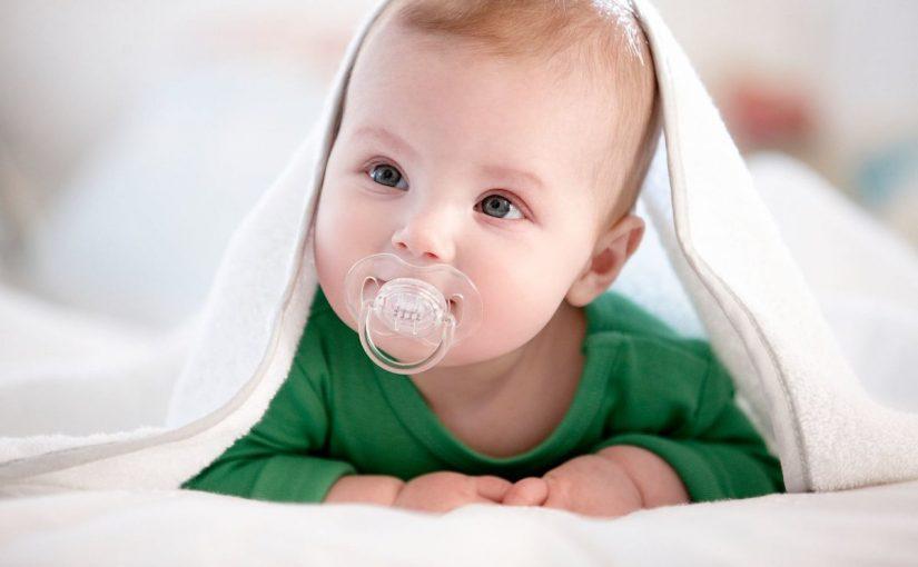 كيف أعرف إذا كان براز طفلي طبيعياً أم لا