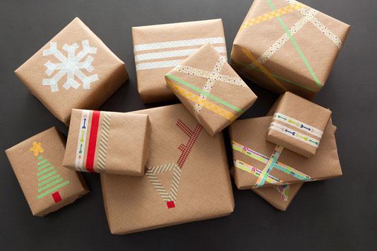 تغليف الهدايا بأشرطة اللاصق
