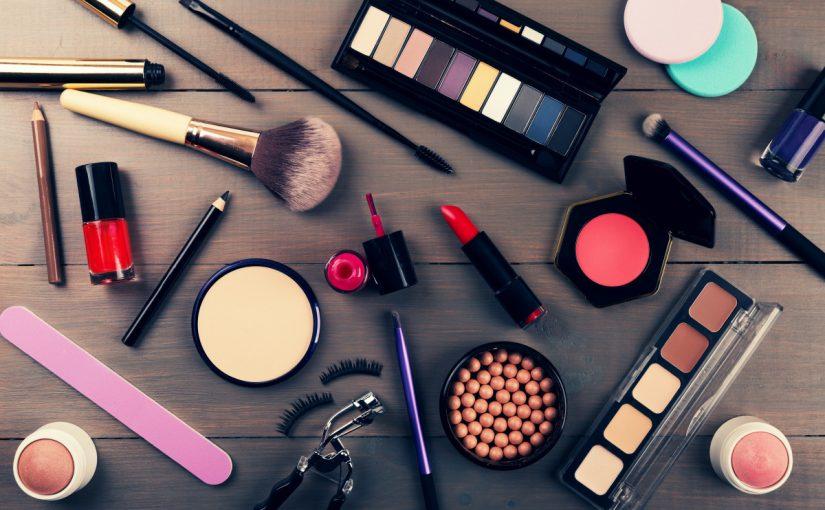 فوائد و اضرار مستحضرات التجميل