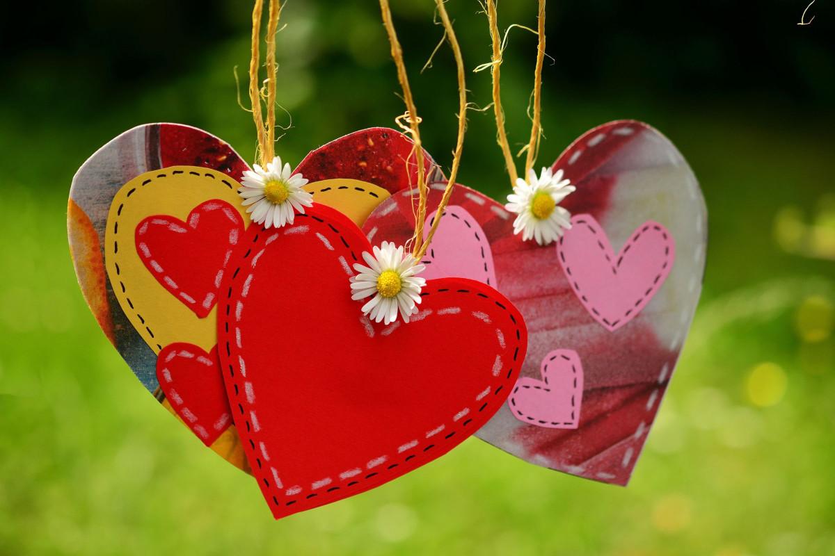 خلفيات قلوب حب 2020 - موسوعة
