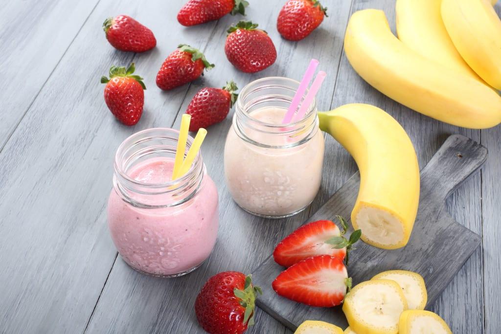 عصير الموز والفراولة بالحليب