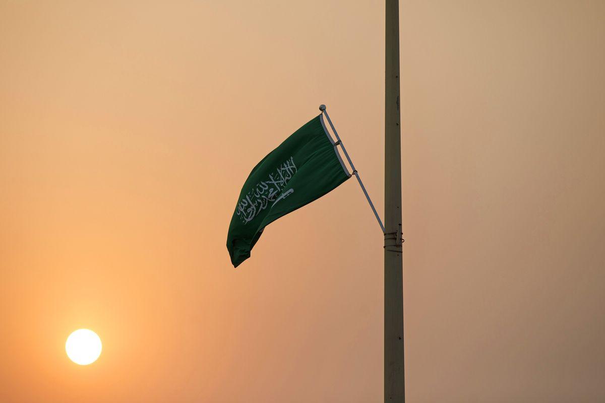 بحث كامل عن عالم العمل في المملكة العربية السعودية موسوعة