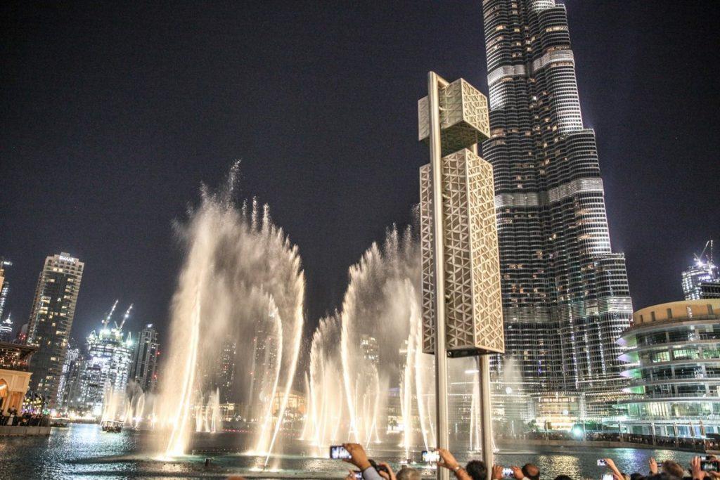 صور عروض نافورة دبي في المساء