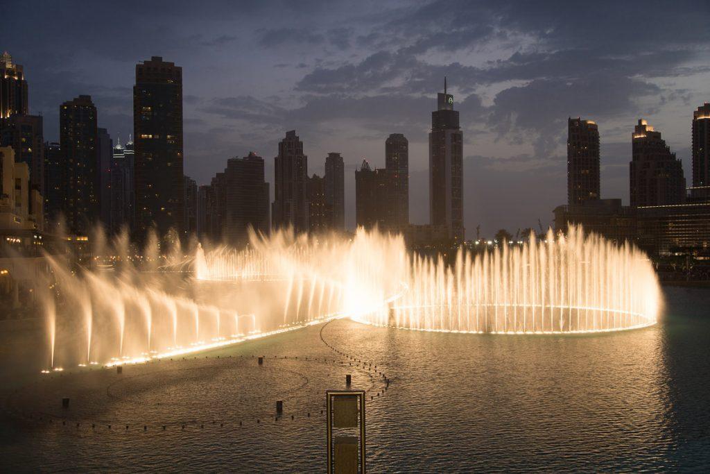 صور عروض نافورة دبي في المساء 2020