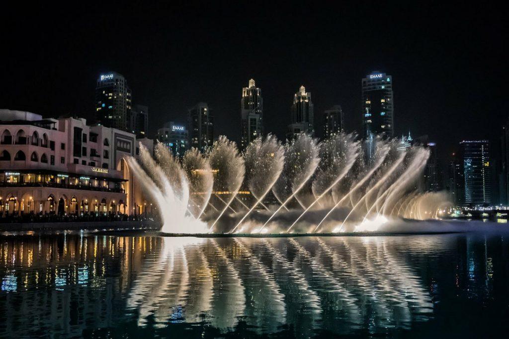 أروع صور عروض نافورة دبي في المساء 2020