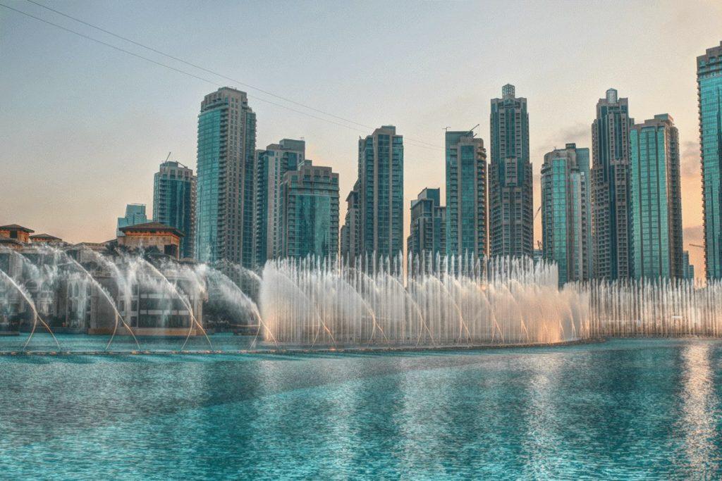 نافورة دبي المضيئة