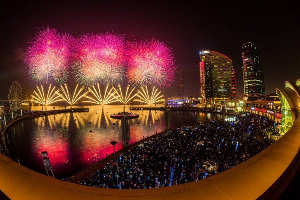 أروع صور الألعاب النارية في دبي