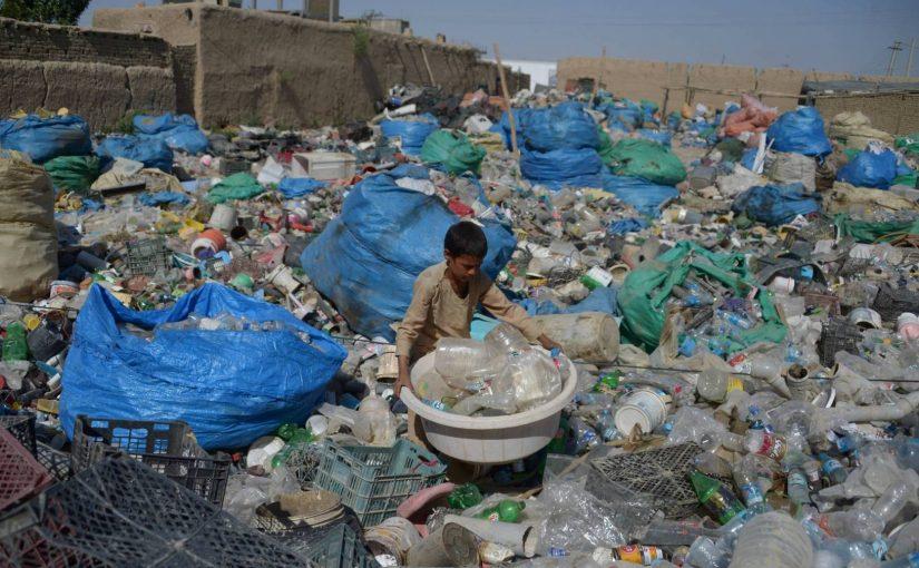 مقال عن المخلفات البلاستيكية خطر