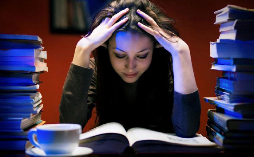 أثناء المذاكرة أشعر بالكسل في التفكير، كيف أتخلص من هذا الشعور؟
