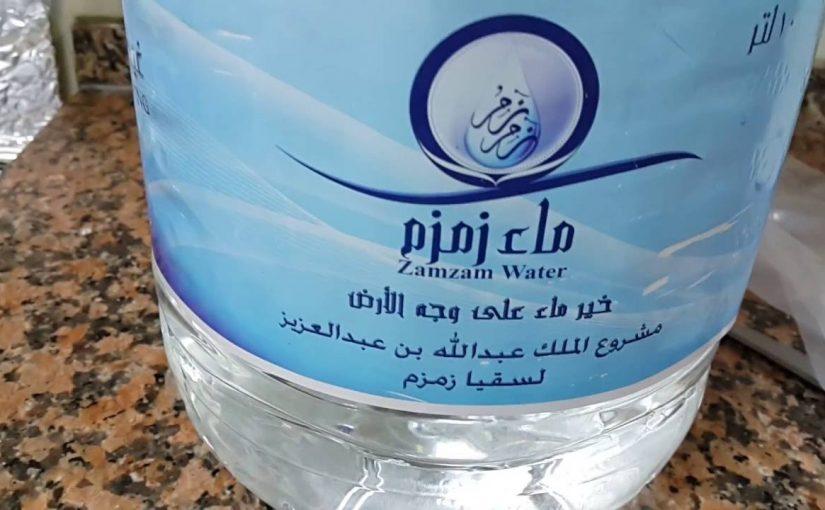 منصة هناك لتوزيع مياه زمزم