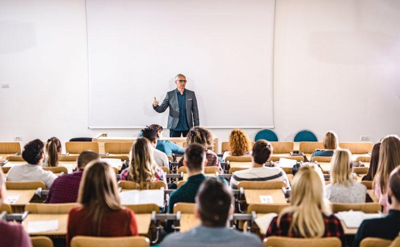 استراتيجية المحاضرة والمناقشة في التدريس
