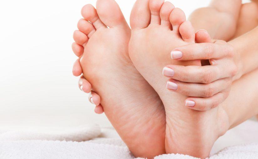 علاج تشقق القدمين بالفازلين