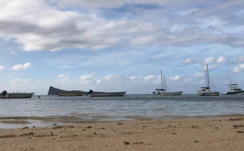 مقارنة بين البحار والمحيطات