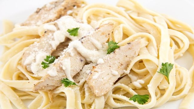 كيفية إعداد الفوتشيني بالدجاج