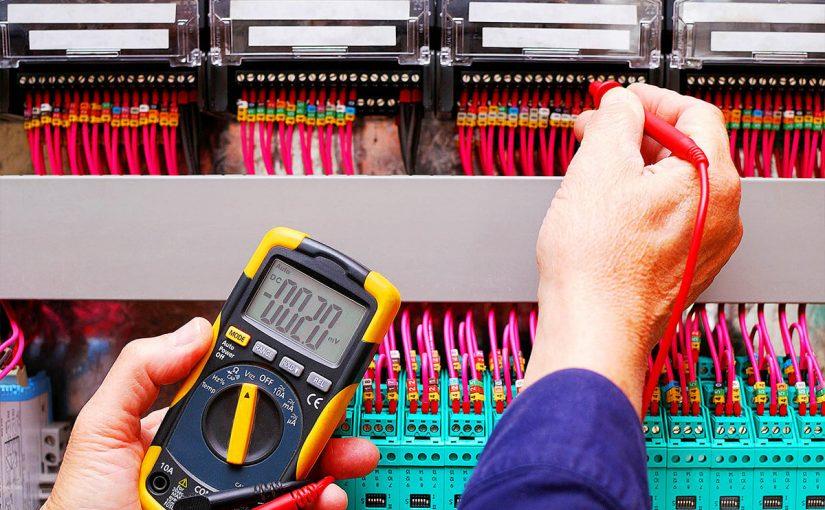 ما الفرق بين طاقة الوضع الكهربائية وفرق الجهد الكهربائي