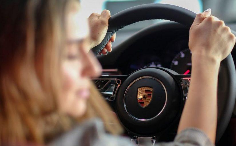 سعر رخصة القيادة للنساء