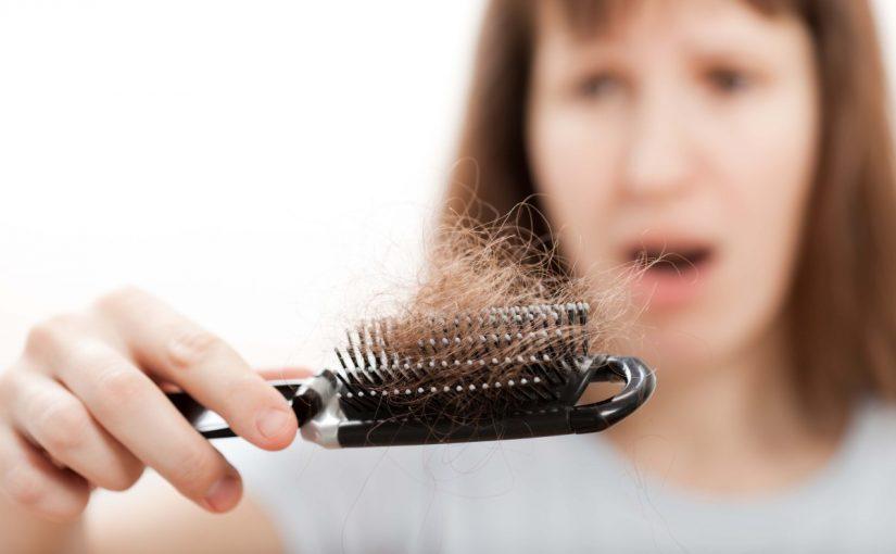 تساقط الشعر عند النساء الأسباب والأعراض والعلاج