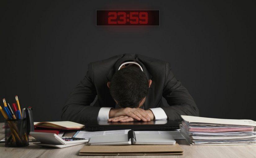 ما الذي يستحقه العامل إذا كلف من قبل صاحب العمل بالعمل الاضافي لمدة ساعتين بعد وقت الدوام الرسمي
