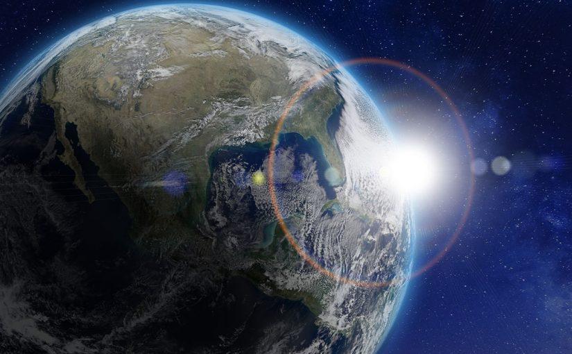 يؤثر شكل الارض وميل محورها في اختلاف درجه الحراره