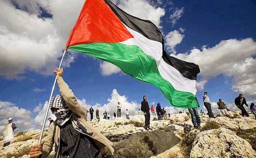 يناقش الطلبة المزاعم الصهيونية بشأن أحقيتهم في أرض فلسطين