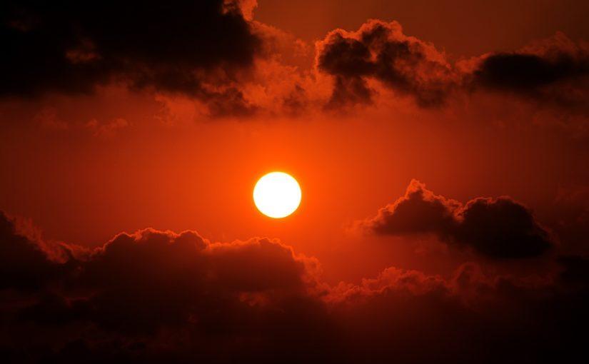 دل الإعجاز العلمي في القرآن على أن الشمس هي السراج والقمر هو المنير بضياء الشمس