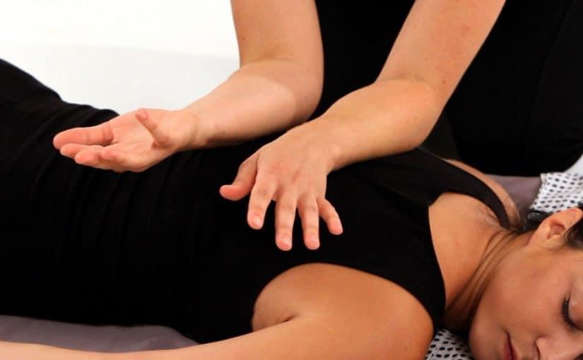 كيف يمكن تطبيق ما تعلمته من حركات التدليك على اليدين